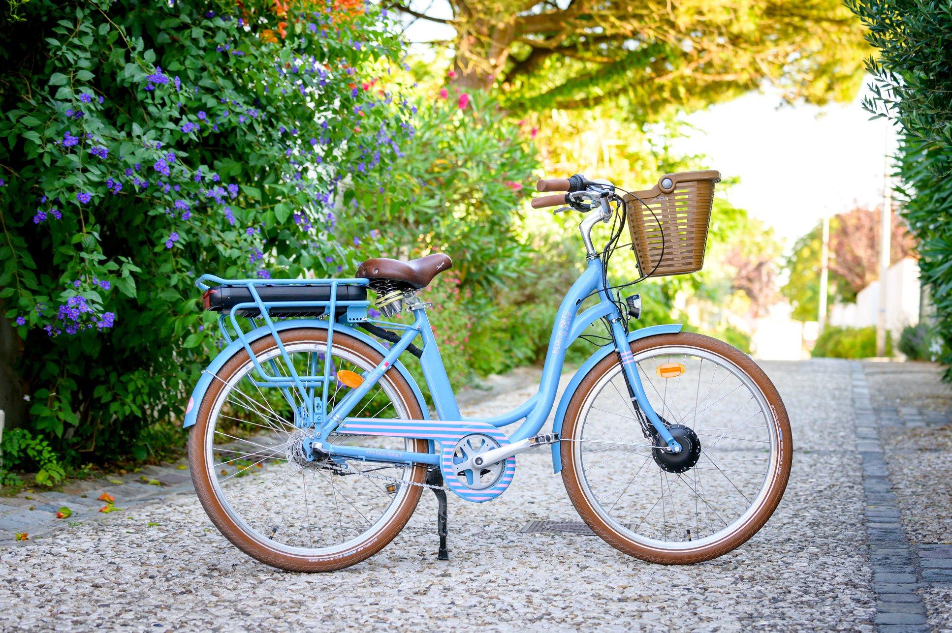 vélo électrique ruelle village